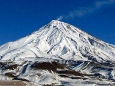فیلم| حال و هوای برفی قله دماوند در اردیبهشت